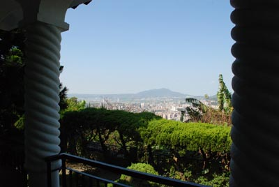 天空放晴,从阳台眺望天母区和观音山。