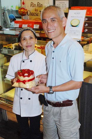 东口智子和丈夫陈家文在生活与事业上互相扶持,努力经营日式蛋糕店。