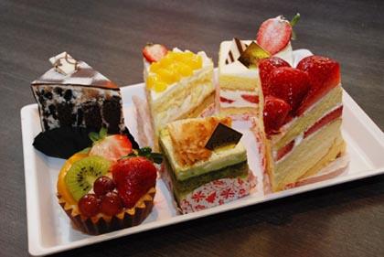 日式蛋糕精巧,特点在于口味轻淡,甜而不腻,采用的天然食材多以四季来区分。