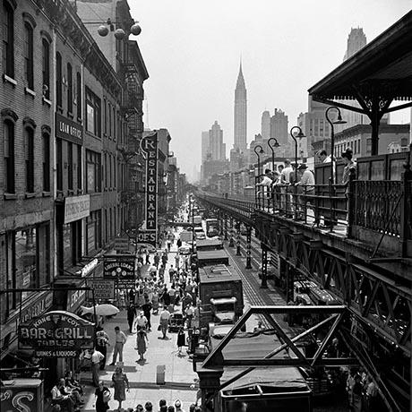 薇薇安善于拍摄小市民,记载了城市的各种表情,蕴藏深邃的人文情怀。