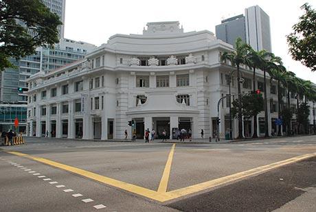 刚复业的首都大厦重现昔日光辉,风韵犹存。