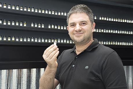 特里嗅觉敏锐,他在气味行销这个冷门领域里发掘商机,并在新加坡开拓市场。