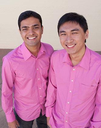 阿信(左)和傅佑明这对异族挚友因奖学金相识于新加坡,他们一齐创业,并在生活中相互扶持。(受访者提供)