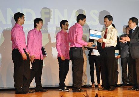 GIVE.asia自2009年创立以来,荣获不少青年企业奖项,团队精神可嘉。(受访者提供)